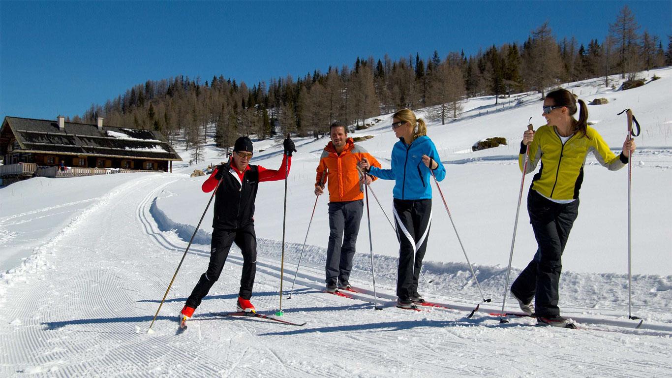 Катание на сноубордах и горных лыжах